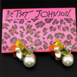 Betsey Johnson Flower and Pearl Earrings NWT